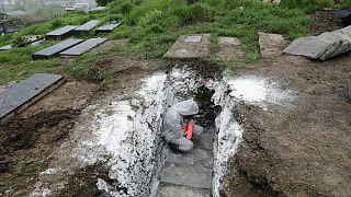 دفن فرد مبتلا به کووید ۱۹ در ایران