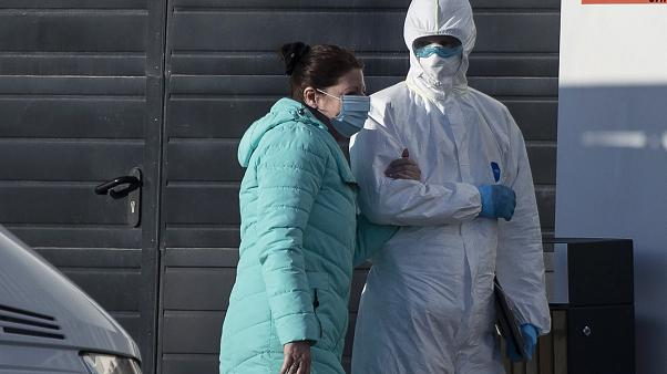 Коронавирус в России: что делать матери-одиночке с COVID-19 и где гинекологи стали инфекционистами