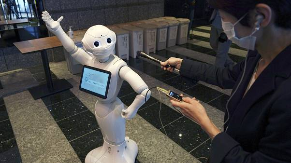 Japonya'da robotlar, Covid-19 hastalarına otellerde hizmet veriyor