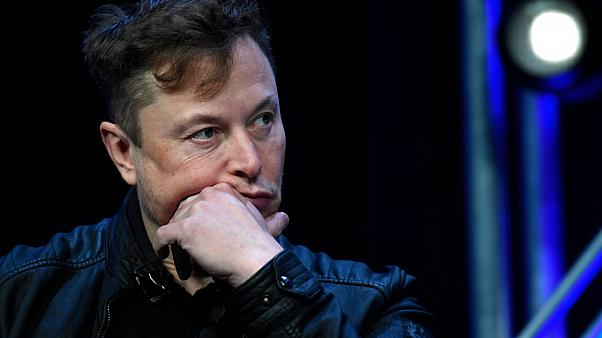 Ο Ίλον Μασκ χαρακτήρισε «πολύ υψηλή» την τιμή της μετοχής της Tesla κι αυτή κατέρρευσε