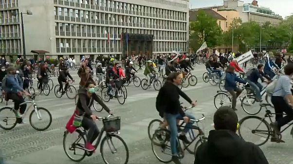 Σλοβενία: Αντικυβερνητική διαδήλωση με... ποδήλατα