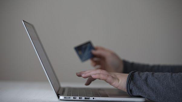 Türkiye'de internetten alışveriş oranı giderek artıyor