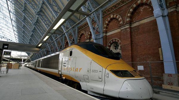 """""""يوروستار"""" تجبر المسافرين على متن قطاراتها على ارتداء الكمامات"""