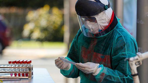Μάσκες από το ευρωπαϊκό αποθεματικό παρέλαβαν Ισπανία, Ιταλία και Κροατία