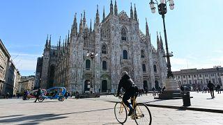 İtalya'da Lombardiya ve Campania Bölgesel Yönetimleri gece sokağa çıkma yasağı uygulaması getiriyor.
