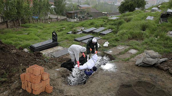 شمار قربانیان کرونا در ایران به کمتر از ۵۰ نفر رسید؛ صعود مبتلایان در تاجیکستان و افغانستان