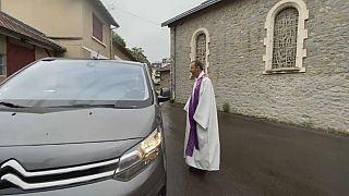 """Coronavirus : le """"confession-drive"""" pour se libérer de ses péchés sans sortir de sa voiture"""