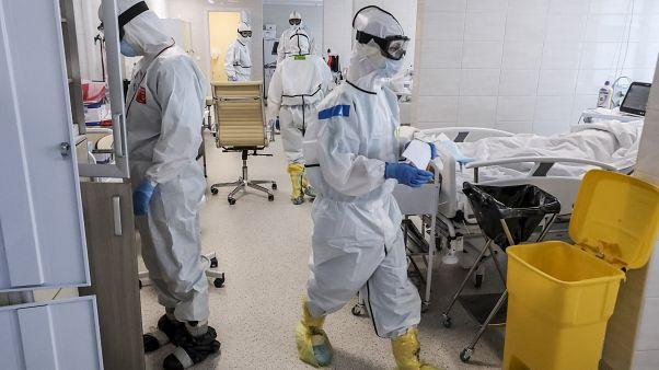 COVID-19: Γιατροί διαμαρτύρονται για τα μέτρα προστασίας στα νοσοκομεία της Ρωσίας