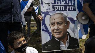 Сторонники Нетаньяху у здания Верховного суда