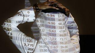 اجراءات لمواجهة كورونا تؤثر على سوق الأسهم السعودي