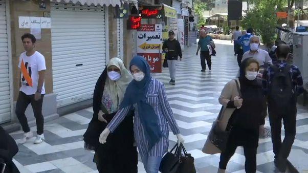 """Iran, riaprono le moschee: """"Pregate, ma a distanza"""""""