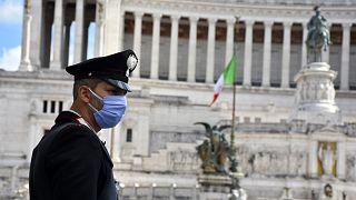 İtalya'da Covid-19 önlemleri gevşetiliyor