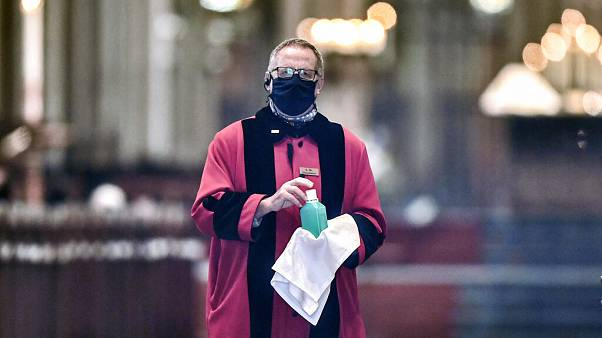 شاهد.. كاتدرائية كولونيا تستقبل المصلين للمرة الأولى منذ إعلان الحظر