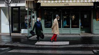 Fransa'da Covid 19 önlemleri yüzünden sokaklar boşaldı