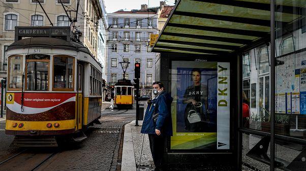 لشبونة في اليوم الأول من إعلان حالة الطوارئ التي أعلنتها الحكومة البرتغالية