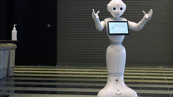 روبوت مخصص للتعامل مع المصابين بمرض كوفيد-19 في طوكيو - 2020/05/01