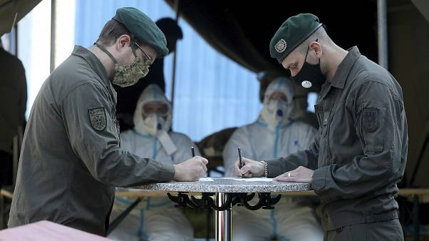 Áustria mobiliza militares na reserva para lutar contra coronavírus