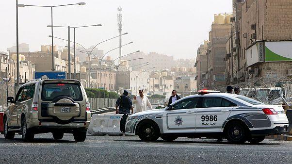 الكويت تفض مظاهرة لعمال مصريين علقوا بعد فقدان وظائفهم بسبب كورونا