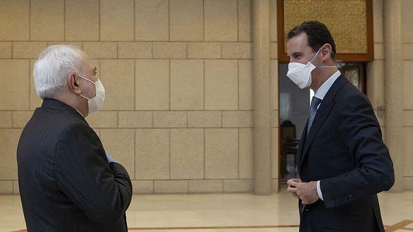 Suriye lideri Esad İran Dışişleri Bakanı Cavid Zarif ile görüşmesinde maske taktı.