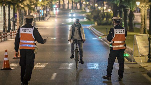 عنصران من الشرطة المغربية