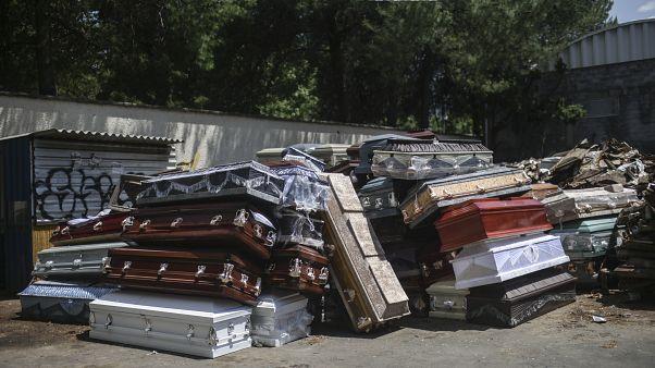 التوابيت المتراكمة في محرقة في المكسيك