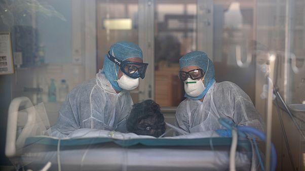 Fransa'da aralıkta hasta olan birinin Covid-19 testi pozitif çıktı, ilk vaka ocakta açıklanmıştı