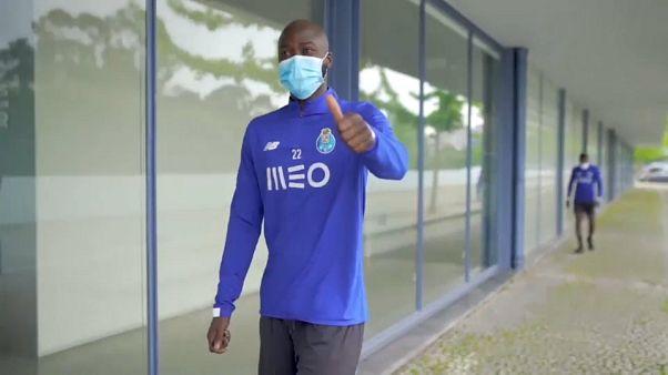 Los jugadores de la liga de fútbol de Portugal vuelven a los entrenamientos tras el confinamiento