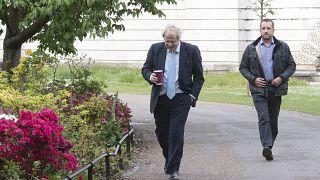 Vasárnap tárgyal a brit kormány a korlátozások enyhítéséről