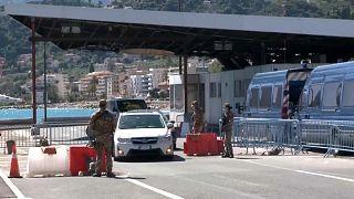 Le acrobazie dei frontalieri mentre si allenta il lockdown