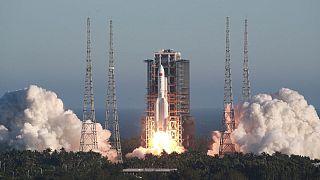 پرتاب «موفقیتآمیز» موشک فضایی تازه، چین را به فتح فضا نزدیکتر میکند