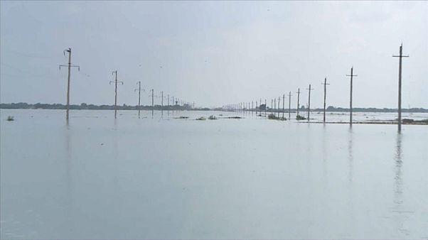 Наводнение в Казахстане: вода не уходит