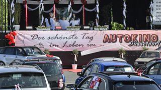 شاهد: الزواج في سينما السيارات بسبب كورونا في ألمانيا