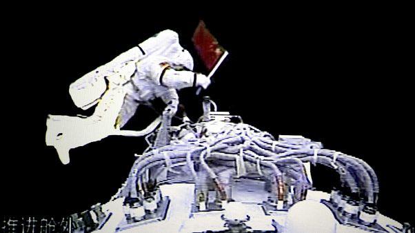 Uzay yürüyüşü yapan Çinli astronot Zhai Zhigang