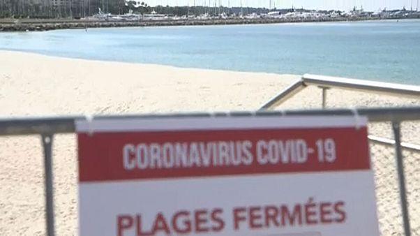 Ein gesperrter französischer Strand an der Côte d'Azur