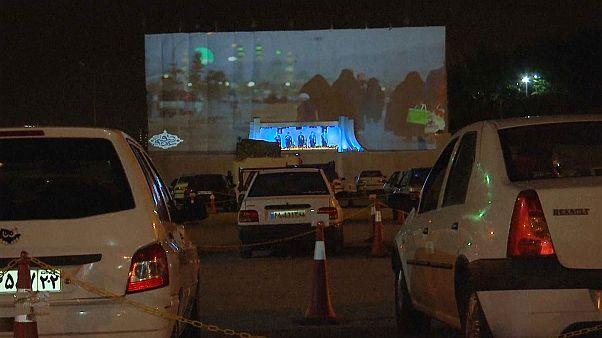 Autós mecsetet nyitottak Iránban a koronavírus-járvány miatt