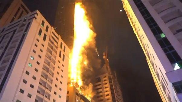 Hochhaus brennt lichterloh