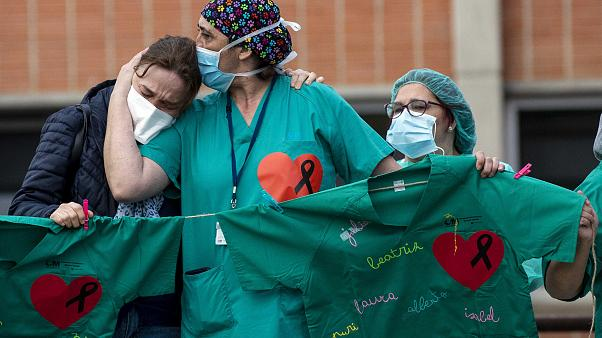 Dünyada enfekte olan sağlık çalışanı sayısı 90 bini geçti: Resmi olmayan tahmini sayı ise 200 bin