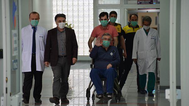 """Türkiye'de yapılan ilk """"immün plazma"""" nakliyle Covid-19'u yenen 56 yaşındaki Abidin Aybar, taburcu edildi"""
