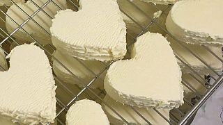 Produzione di Neufchâtel, celebre formaggio DOP della Normandia francese