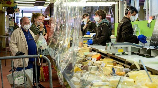 Il cibo ai tempi della quarantena. I francesi hanno preso in media 2,5 kg
