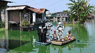 Дарт Вейдер помогает соблюдать карантин на Филиппинах