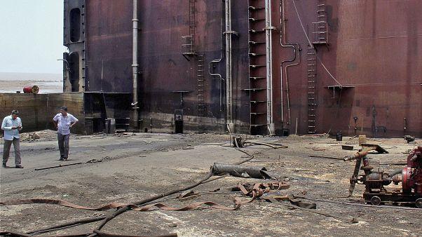موقع انفجار في ساحة ألانغ لتكسير السفن في ولاية غوجارات في الهند/ أرشيف
