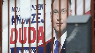 Polonia, slittano le presidenziali: si voterà per posta, forse a luglio