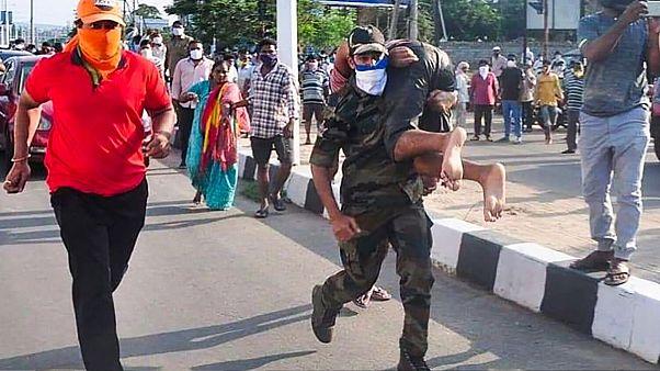 نشت گاز در هند ۱۱ قربانی گرفت و صدها نفر را راهی بیمارستان کرد