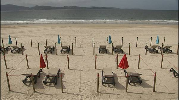 شاهد: تدابير احترازية على الشواطئ الإسبانية مع تخفيف قيود الإغلاق