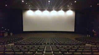 """L'industria del cinema in ginocchio. Blockbusters come """"James Bond"""", rinviati a data da destinarsi"""