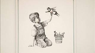 Banksy da las gracias a los sanitarios convirtiéndolos en héroes por su lucha contra el coronavirus