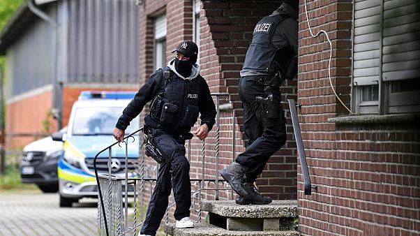Alman polisi koronavirüs nedeniyle zarar görenlere yönelik yapılan yardımı suistimal ettiği gerekçesiyle İslami derneğe baskın düzenledi