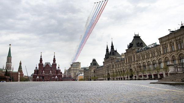 Próbálnak a légi parádéra a moszkvai Vörös téren