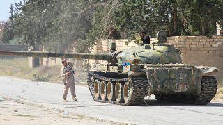 دبابة تابعة للقوات الموالية لحكومة الوفاق الوطني جنوب العاصمة طرابلس